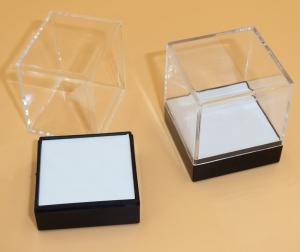 CRYSTAL SHOWCASE 40 x 40mm White Table